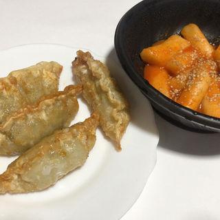 屋台のトッポギ 韓国揚げ餃子
