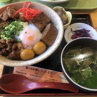 鶏もつ丼(源七商店)