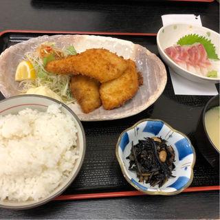鯛フライ定食(オプションの刺身)(福魚食堂)