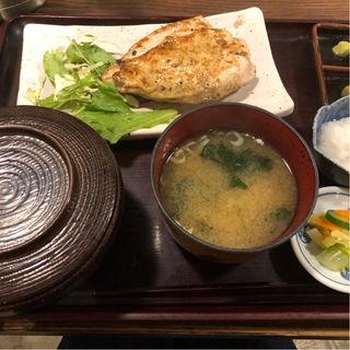 大山鶏の香味刺身ステーキ定食(白銀屋 大手町分店 )