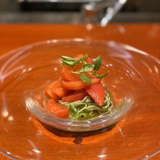 加藤農園のフルーツトマト「極」とシソとバジルのジェノベーゼソースのパスタ(うめもと)