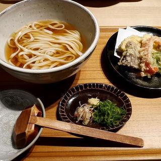 野菜の天ぷら付きかけうどん(おおくぼ)