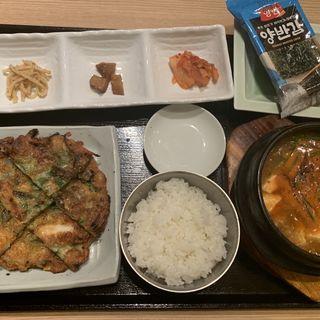海鮮チヂミ+スンドゥブチゲ(JIJIMI GO)