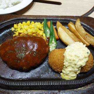 ハンバーグ&カニクリームコロッケ(焼肉プリンス&喫茶)
