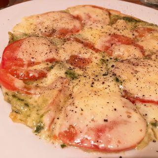 トマトとジェノベーゼのピザ(DARK CHERRY CAFE)