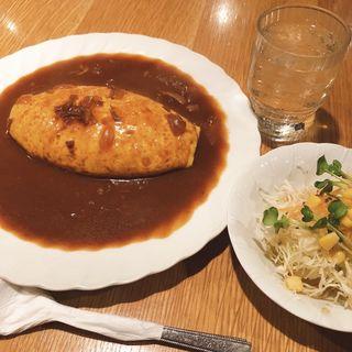 ビーフオムライス(サラダ、ケーキ、ドリンクセット)(アンクル 高宮店 )