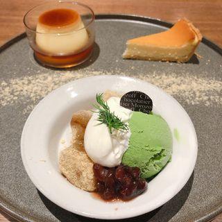 デザートプレートとお飲み物(抹茶ジェラートとわらび餅、プリン、チーズケーキ)(モロゾフ 神戸本店)