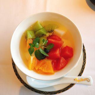 フルーツたっぷりの杏仁豆腐