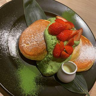 練乳いちごと宇治抹茶ホイップパンケーキ