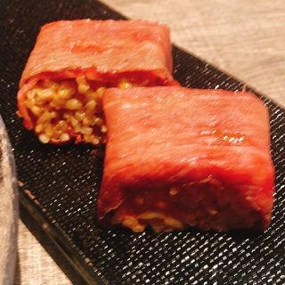 和牛とウニの押し寿司(にくがとう)