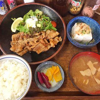 焼肉定食(ご飯少なめ)(あきたや食堂)