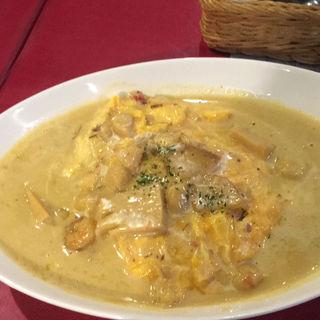 たっぷりシーフードのクリーミーカレーオムライス(ダイニングキッチン・オガッシ (Dining Kitchen OGATSHI))