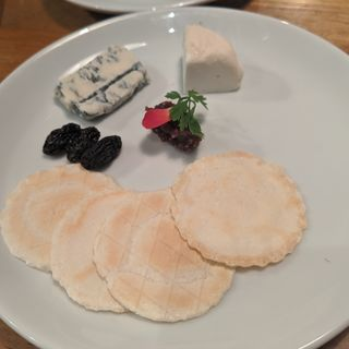 厳選チーズの盛り合せ(御徒町 ワインバル 八十郎)
