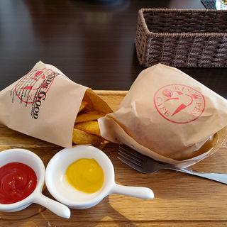 自家挽きバーガーセット(ポテト+ドリンク)(キンペンカフェ (KINPEN CAFE))