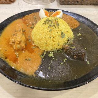 3種のあいがけカレー(cafe 黒岩伽哩 (カフェ クロイワカリー))