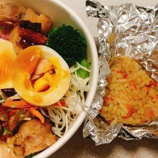 もち麦おにぎり付きチキングリルと25品目使用のパワーサラダ(タニタカフェ)