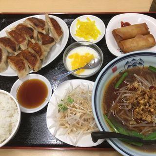 餃子定食(台湾料理豊味園)