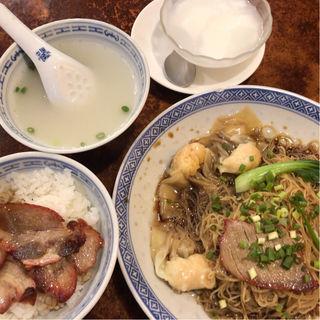 Cセットエビ入りワンタン麺とチャーシュー飯