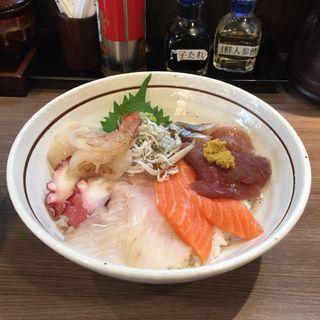 海鮮丼ランチセット (ラーメン普通サイズ)