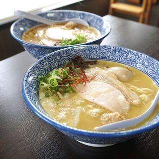 味玉入り濃厚塩鶏そば(煮干し・鶏白湯 中華そば 鶏革命 八幡本城店)