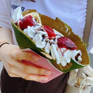バナナいちごチョコ生クリーム(抹茶生地)