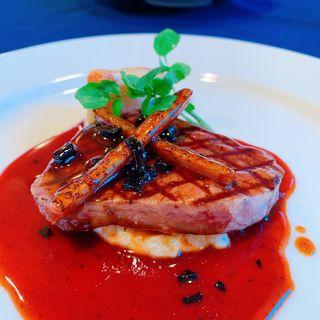 特選牛フィレ肉のステーキ トリュフのソース(Restaurant fi-ne )