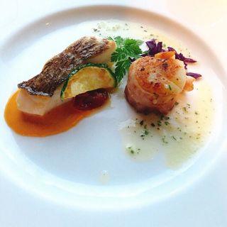 白身魚と帆立貝のベーコン巻き