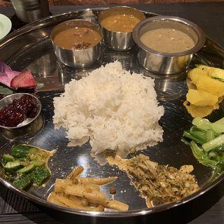 ダルバート 2種 チキンカレー+水牛のカレー(OLD NEPAL(オールド ネパール))