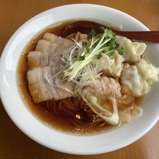 黒ワンタン チャーシュー麺