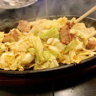 ホルモン野菜炒め(ケンゾーカフェ (KENZOcafe))