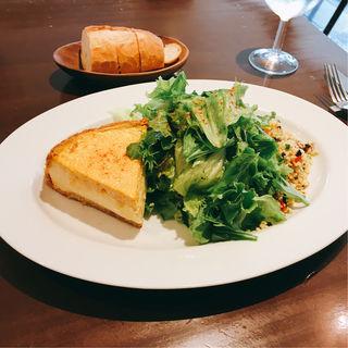 カニのふんわりキッシュ小麦のサラダ添え(シエル・ドゥ・リヨン (Ciel de Lyon))