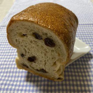 有機レーズン食パン(ノウ ム ベーカリー (Know mu Bakery))