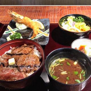 名物ビフテキ丼(サラダ付)(赤坂 津つ井 総本店 (ツツイ))
