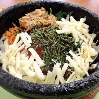 カルビー付ビビンバ(チーズトッピング)(びっくり食堂 )