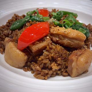 ごろごろ角煮の特製ガーリック黒炒飯(虎包 仙台長町店  (フーパオ))