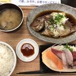 本日の日替りメニュー 小鯛の姿煮お刺身定食