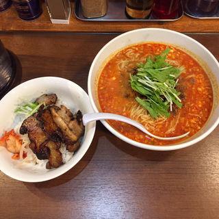 金胡麻担々麺(天神ササラ)