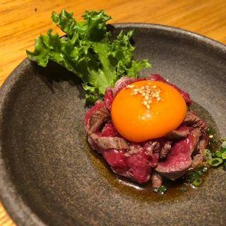 ヒレの湯引きユッケ(焼肉トラジ ルクア大阪店)
