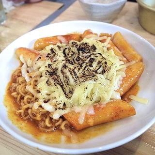 トッポギ+チーズ(韓国居酒屋 わらぶきや)