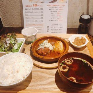 煮込みハンバーグ&手作りポテトコロッケ定食