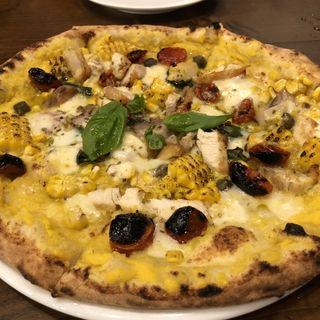 久米島赤鶏とトウモロコシのピザ(ピッツェリア・パドリーノ・デル・ショーザン (PIZZERIA PADRINO DEL SHOZAN))