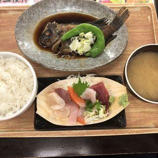 本日の日替りメニュー メバル煮付けとお刺身定食(魚豊 人形町店)