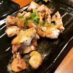 鶏もも焼き(鉄板居処 まえかわ)
