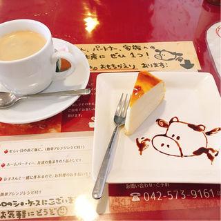 ミルクレープ、ホットコーヒー(牛すじトマト煮込み専門店もうまてん)