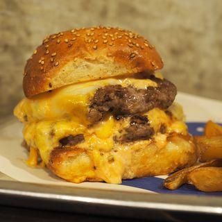 ダブルダブル(Hyoe's Burgers+Fries)