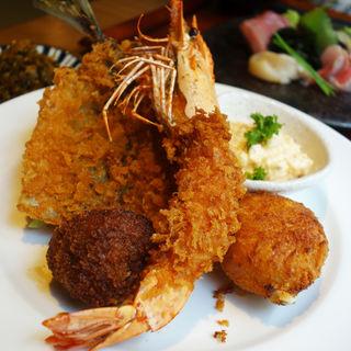 ミックスフライ定食(飯と酒 FISH MARKET 丸秀(フィッシュマーケット まるひで))