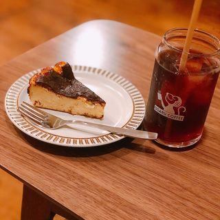 バスクチーズケーキとアイスコーヒー(オサル コーヒー)
