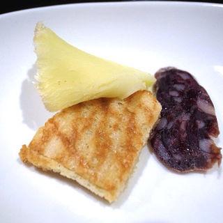 長万部のフリルチーズとえぞ鹿サラミ(エゾットリア (EZOTTORIA))