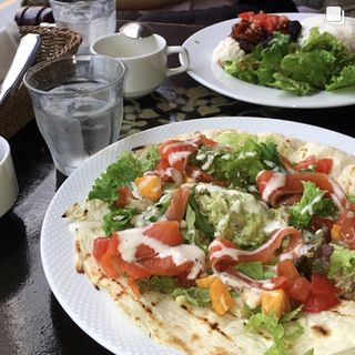 ロメインレタスとトルティーヤの温製シーザーサラダ(パラドール (SPANISH LOUNGE PARADOR))