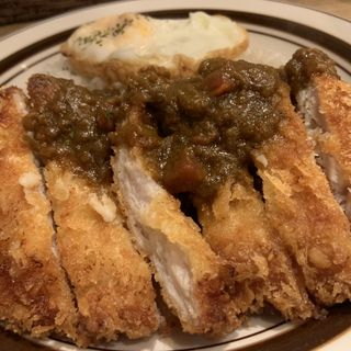 チキンカツレツとフライドエッグのくろーばーカレー (カレー クローバー (カレー clover))